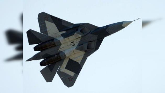 El nuevo caza ruso T-50 mira por encima del hombro al norteamericano F-22 Raptor