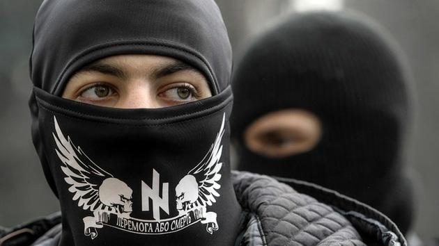 Ultranacionalistas ucranianos disparan contra una cadena humana matando a 10 personas