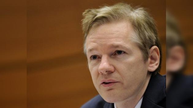Suecia emite una orden de detención internacional contra Julian Assange