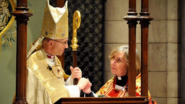 La Iglesia de Inglaterra podría ordenar mujeres obispo en 2015
