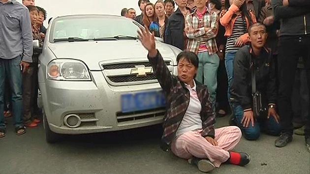 7 chinos intentan suicidarse con pesticidas en protesta por la expropiación de sus tierras