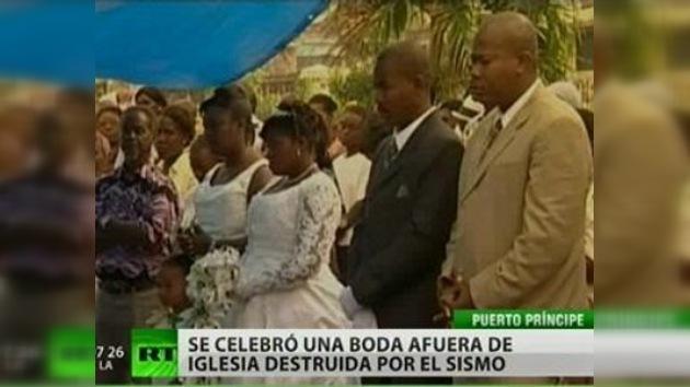 Amor entre escombros: una pareja haitiana se casó en Puerto Príncipe