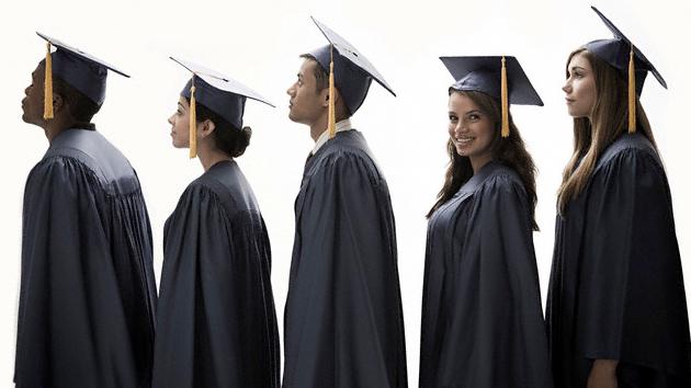 """""""Solo los graduados blancos"""": invitaciones racistas de un colegio de Luisiana"""