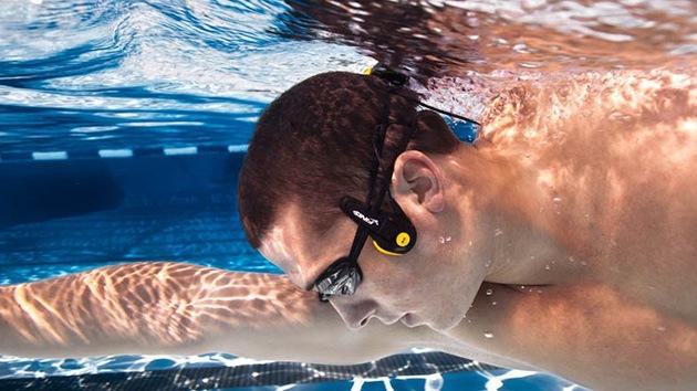 Música profunda: Crean audífonos submarinos que transmiten música a través del cráneo