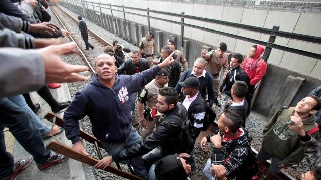 La policía usa gases lacrimógenos y balas de goma contra manifestantes en Sao Paulo