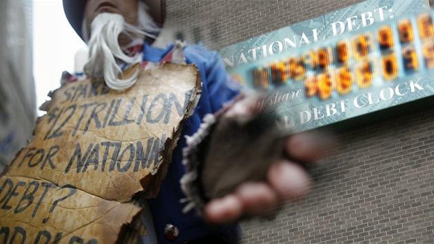 EE.UU. ansia una guerra para salvar su economía de la enorme deuda