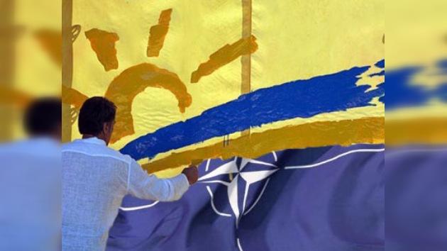 Ucrania disuelve organismos para integración a la OTAN
