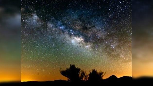 Una película 'time-lapse' revela el movimiento de Vía Láctea