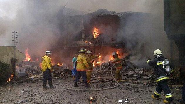Cae una avioneta en una zona residencial de la ciudad venezolana de Valencia