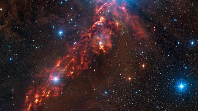 Video: El telescopio APEX filma las 'cintas de fuego' de Orión