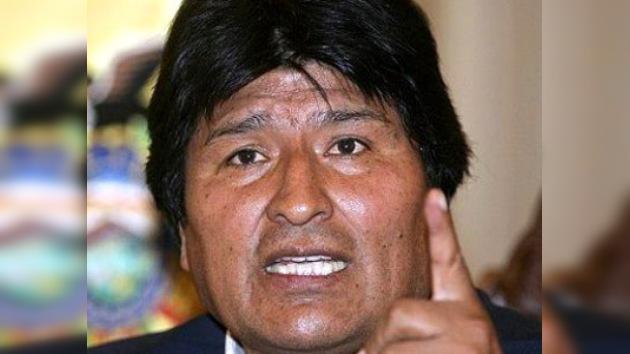 Evo Morales, sin piloto y con dolores de estómago