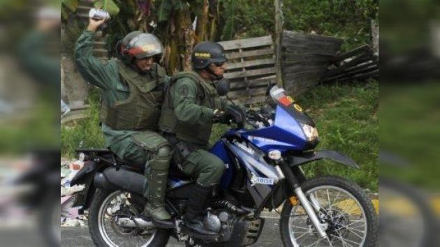 Guardias venezolanos retoman control de las dos cárceles amotinadas