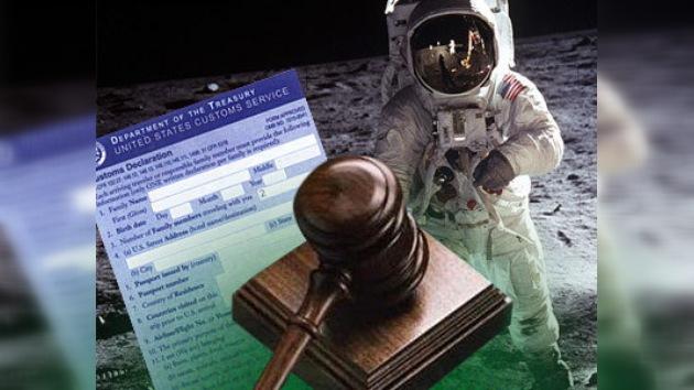 Dos americanos trataron de vender la declaración aduanera de Neil Armstrong