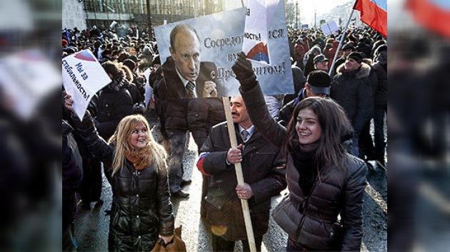 Decenas de miles de rusos arropan a Vladímir Putin en las calles de Rusia