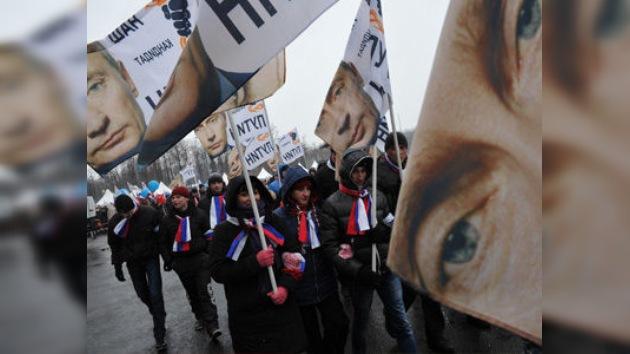 Partidarios y opositores de Putin se manifiestan en el centro de Moscú