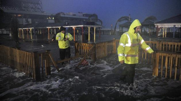 La furia no para: Sandy rompe un dique y deja a tres localidades de Nueva Jersey bajo agua
