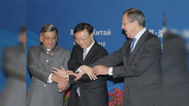 Los cancilleres de India, China y Rusia discutieron temas de interés común