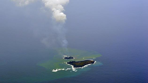La isla volcánica que 'nació' en Japón hace cuatro meses ya es 70 veces más grande