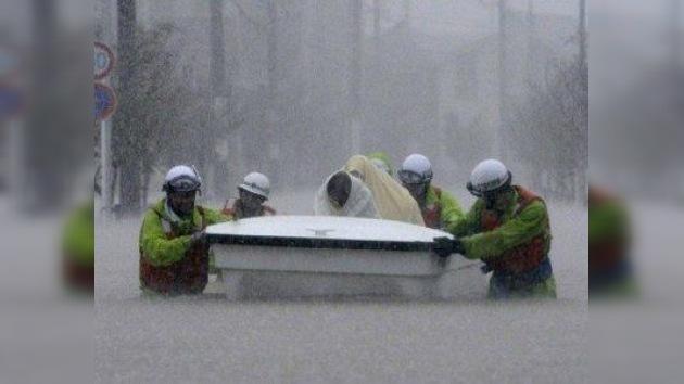 El tifón Roke causa 11 muertos en Japón