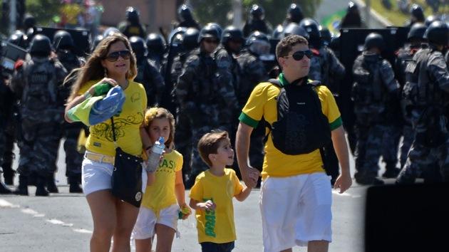 """Policía brasileña a los asistentes al Mundial: """"En caso de ser víctima de robo, no grite"""""""