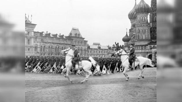 El primer desfile militar de la Victoria en 1945