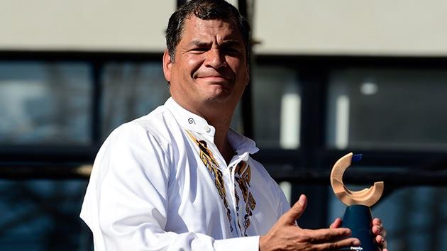 Correa recibe en Argentina el premio Rodolfo Walsh a la libertad de expresión