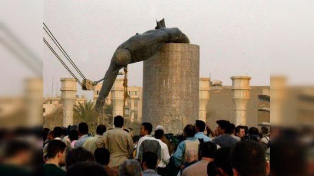 Subasta inusual... ¿alguien quiere el trasero de una estatua de Saddam Hussein?