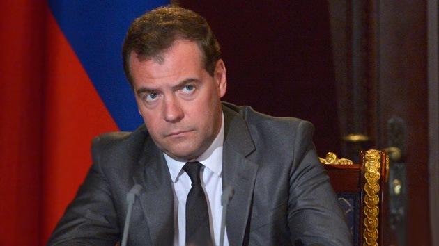 Medvédev: EE.UU. avanza hacia la Guerra Fría con Rusia