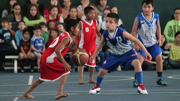 Los 'niños descalzos' mexicanos ganan un torneo internacional de baloncesto