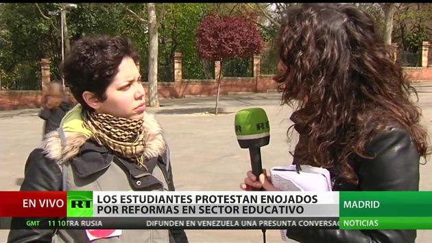 """""""El Gobierno neofranquista reprime a la juventud española"""""""