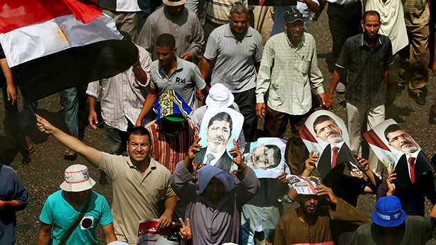 El Ejército egipcio dispersa a los partidarios de Morsi con gases lacrimógenos