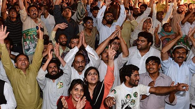 El ex primer ministro paquistaní se autoproclama ganador de las parlamentarias