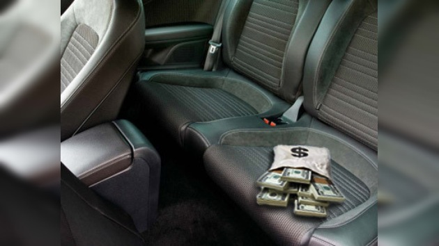 Taxista vietnamita honesto devuelve bolsa con 26.500 dólares