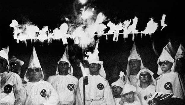 El Ku Klux Klan aún prende en EE.UU.: intentan quemar a una joven negra