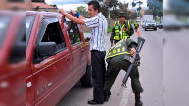 Bandas criminales de Colombia impulsan el negocio del alcohol ilegal