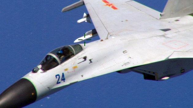 """'Top Gun': Caza chino """"rozó peligrosamente a un avión militar de EE.UU."""", según el Pentágono"""