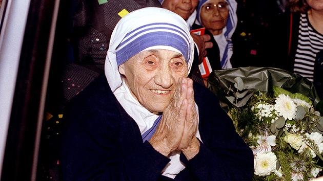 Cuestionan la honradez de Teresa de Calcuta en el manejo de fondos para los pobres