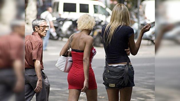 Más de un tercio de los españoles ha pagado por sexo
