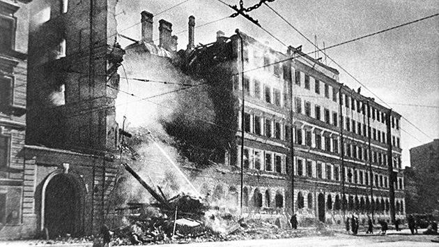 Un escritor ruso recuerda el horror del asedio de Leningrado ante el parlamento alemán