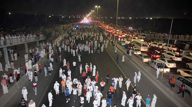La Policía de Kuwait dispersa a los manifestantes con bombas de humo