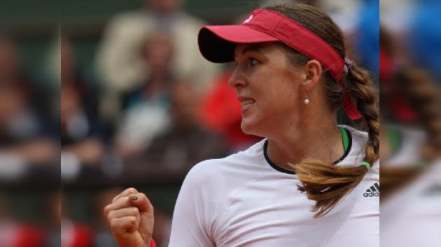 Pavliuchénkova y Petrova avanzan a la segunda ronda de Wimbledon