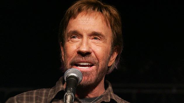 """Chuck Norris: """"Algo anormal pasa en la sociedad de EE.UU."""""""