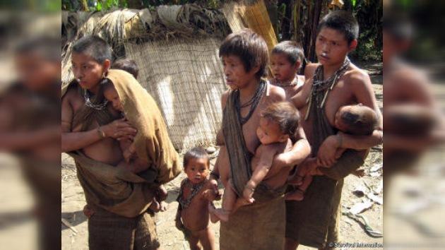Tierras indígenas a cambio de bolígrafos y calmantes