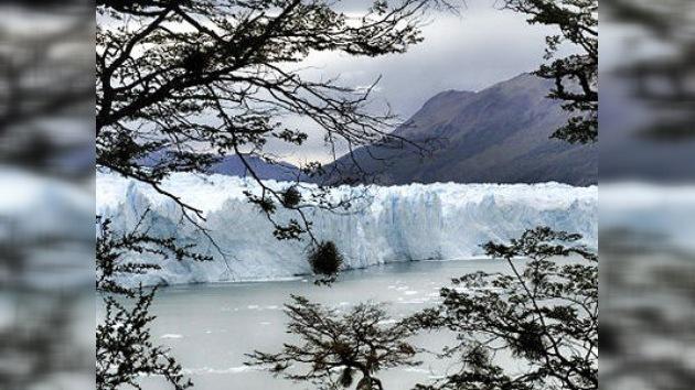 El imponente glaciar Perito Moreno inició su proceso de ruptura