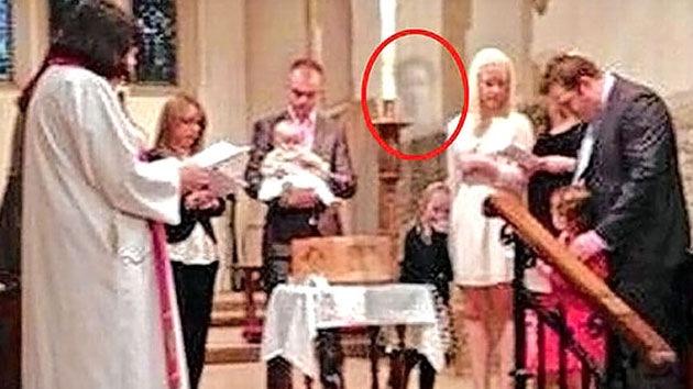 Abuelo 'fantasma' se presenta en el bautismo de su nieta