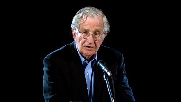 """Chomsky: """"EE.UU. está hundiendo en el desastre a la cuna de la civilización"""""""