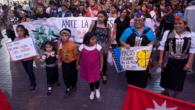 Denuncian represión policial contra niños mapuches en Chile