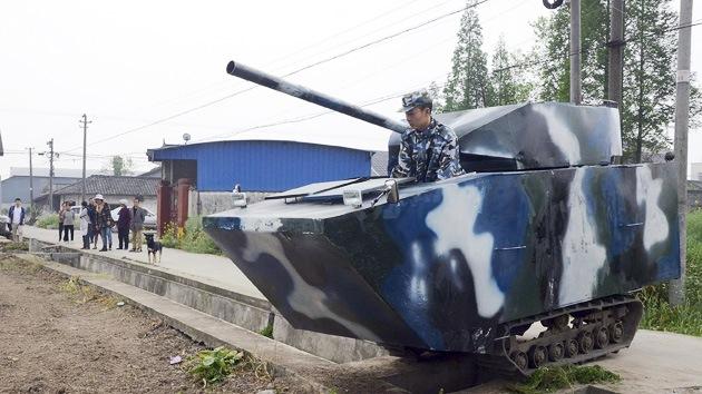 Video: Un padre regala a su hijo de 6 años un verdadero tanque