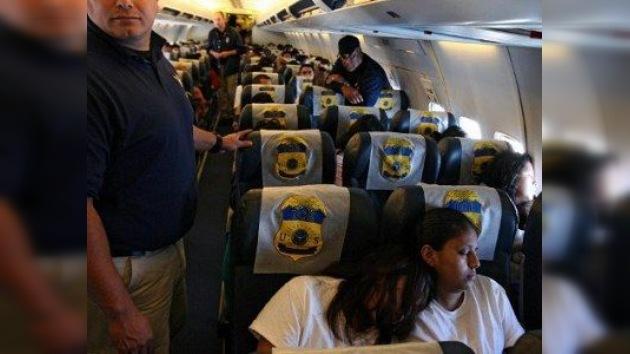 Denuncian a las autoridades de inmigración de discriminación racial contra los hispanos