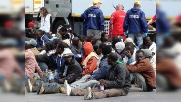 Enfrentamientos violentos entre inmigrantes y policías en Lampedusa